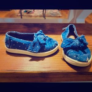 Toms blue with white polka dots